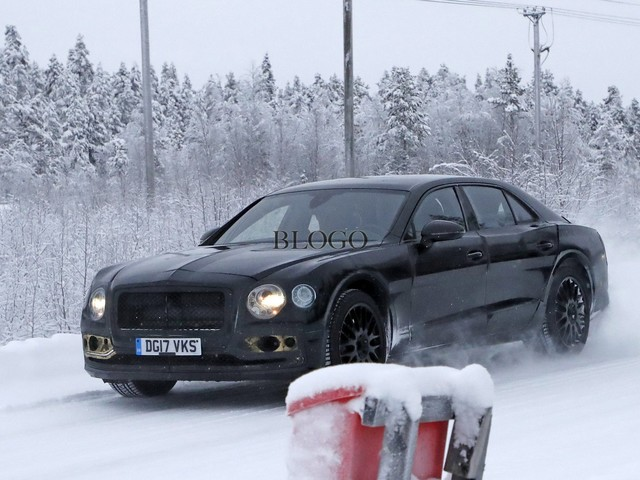 Bentley Flying Spur 2018: foto spia sulla neve