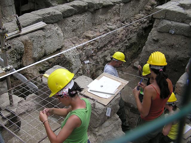 Un sarcofago e un altare risvegliano il mito di Romolo