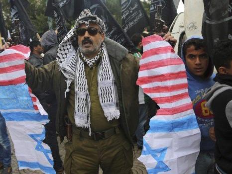 Gerusalemme capitale di Israele, proteste a Gaza. Ue e Onu preoccupate: vertice urgente