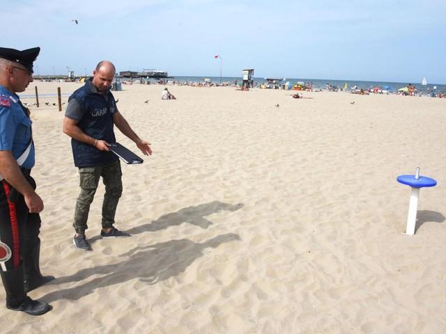 Trapani, ritrovati 40kg di droga sulla spiaggia di Marsala