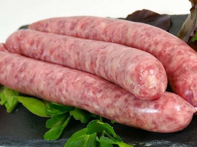 Cosa accade se si mangia la salsiccia cruda? Ecco la risposta