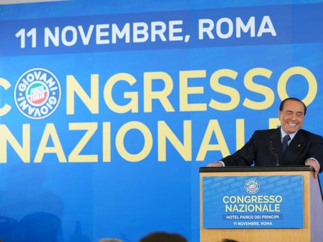 """Berlusconi mobilita la piazza: """"Tutelare i risparmi a rischio"""""""