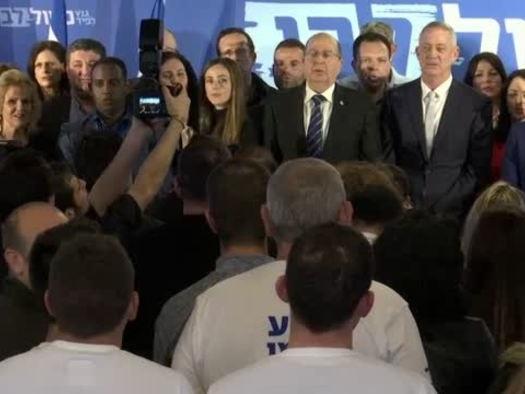 Gantz si allea con Lapid, sfida a Netanyahu