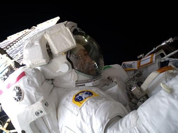 Luca Parmitano si rituffa tra le stelle: cosa farà oggi nella terza, delicata passeggiata spaziale