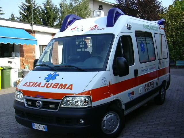 """Anziano morto nel parcheggio dell'ospedale. Letti pieni, la moglie urlava """"fateci entrare"""""""