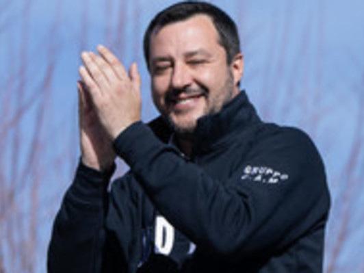 """Salvini dice a Berlusconi: """"Eccomi"""". Ma in un altro senso"""