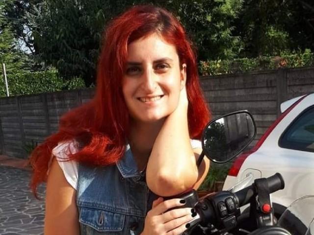"""""""Papà, pochi minuti e sono lì"""". Tragedia in strada, Giulia muore a soli 29 anni. Un dolore terribile"""