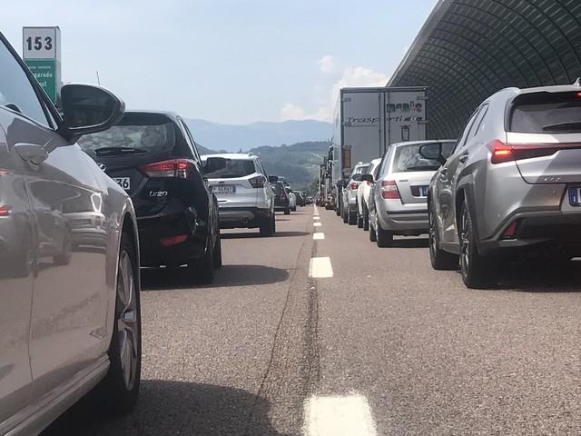 """A22, domani fra Trento sud e Rovereto sud farà il suo debutto la terza corsia dinamica per far fronte ai rientri da """"bollino nero"""""""