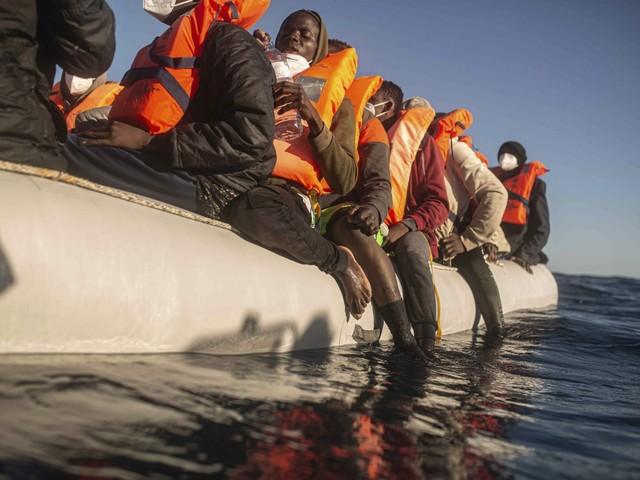 In 1.600 già partiti dalla Libia. Ong all'assalto dell'Italia