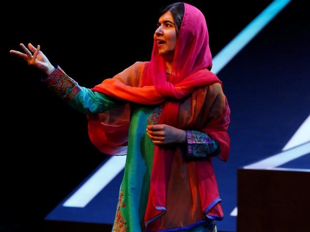 Pakistan, la patria rinnega Malala: via dal libro scolastico, è troppo controversa