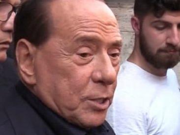 """Csm, Berlusconi a Mattarella: """"Lo sciolga"""". E sul governo: """"Situazione oscena"""""""