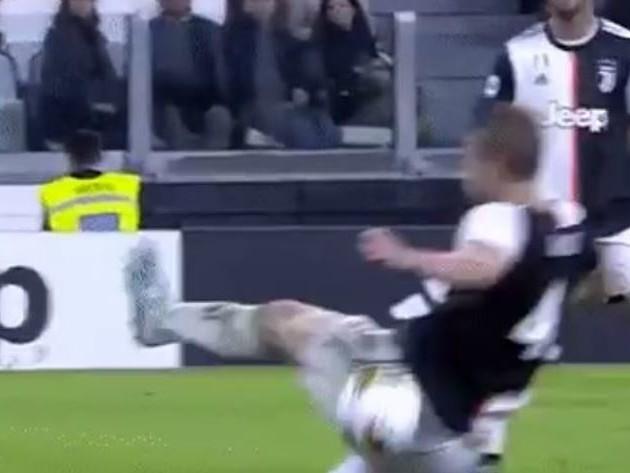 Juventus-Bologna, mano di de Ligt: furia rossoblu per il rigore non fischiato [FOTO e VIDEO]