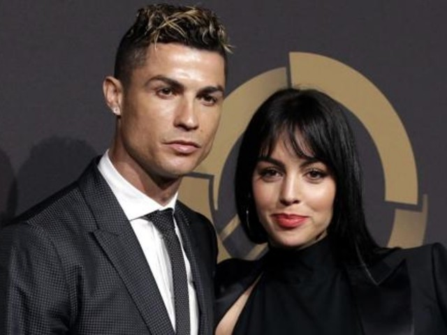 Georgina Rodriguez e Cristiano Ronaldo innamorati e felici in vacanza: «Siete stupendi!»