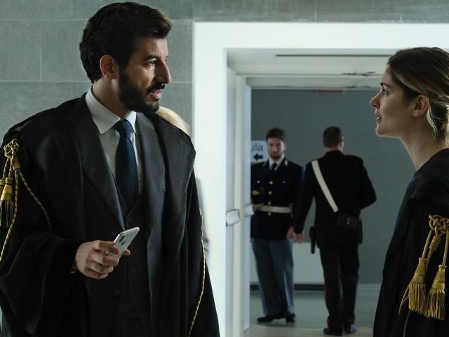 Il Processo fa flop su Canale5 e cambia la programmazione: chiusura anticipata per la fiction con Vittoria Puccini