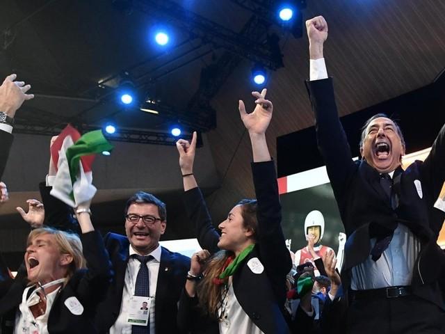 """Olimpiadi 2026, il plauso di Mattarellla. Salvini: """"Peccato per chi ha rinunciato"""". M5S sotto acccusa. Appendino e Raggi: """"Congratulazioni"""""""