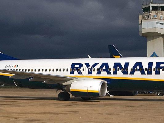 Puglia, allerta vento: impossibile atterrare a Bari, aereo dirottato a Brindisi Volo Ryanair