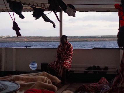 Open Arms, i migranti restano ancora a bordo: continuano le indagini