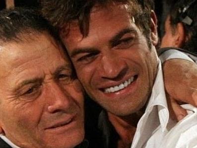 """Gianni Sperti, le prime parole dopo la morte del padre: """"Quello che sono oggi lo devo in gran parte a te"""""""