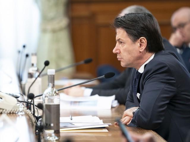 Conte firma il nuovo decreto: l'Italia resta chiusa fino al 13 aprile