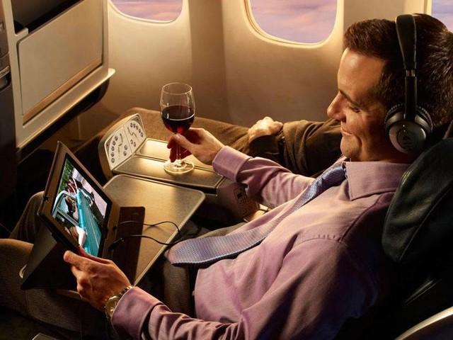 Arriva il super wifi satellitare sui voli Emirates e Cathay