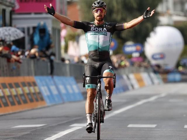 Ciclismo, Giro d'Italia: Sagan fa il capolavoro sui muri. Almeida resta in rosa, Fuglsang fora e Nibali lo stacca