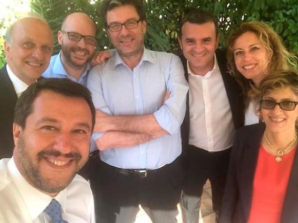 I leghisti non ne possono più Ma Salvini non molla i grillini
