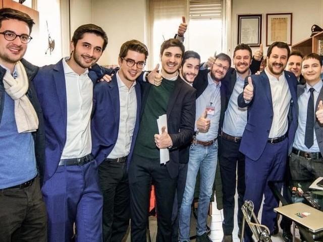 """Il """"Vincisalvini"""" e il moltiplicatore dei selfie: chi è Morisi, il megafono social del capo della Lega"""