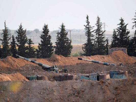 La Turchia prepara l'invasione della Siria. I miliziani curdi annunciano lo scudo umano