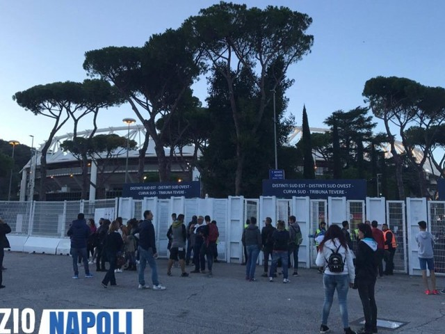 """Il Napoli ricorda: """"Tifosi a Roma invitati a parcheggiare nell'apposita area riservata!"""""""