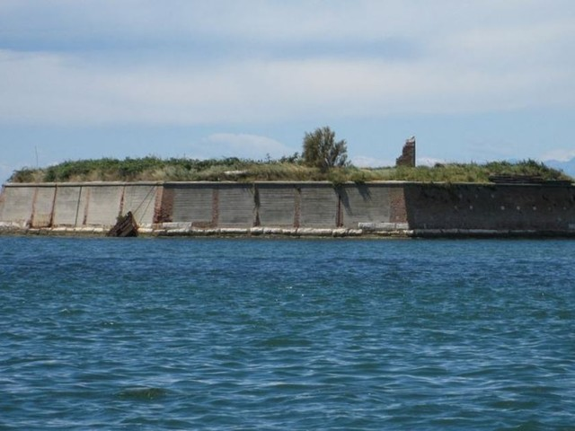Venezia: l'isola ottagonale diventerà un glamping eco-chic