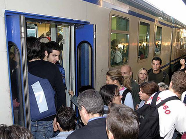 """Federconsumatori contro Trenitalia: """"Ripristinare le fermate e inserire nuovi treni"""""""
