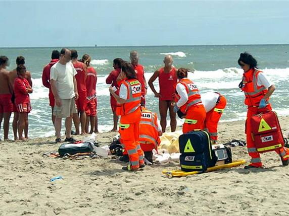 Formia, entra in acqua e annega: morto 24enne