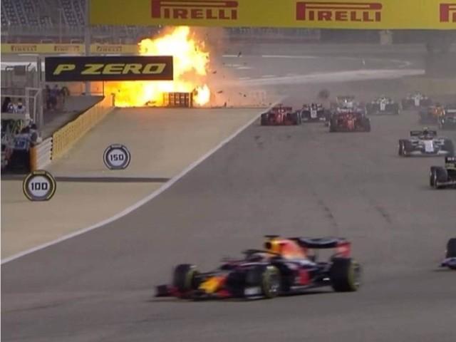 F1, GP Bahrain - Incidente al via, la Haas di Grosjean a fuoco