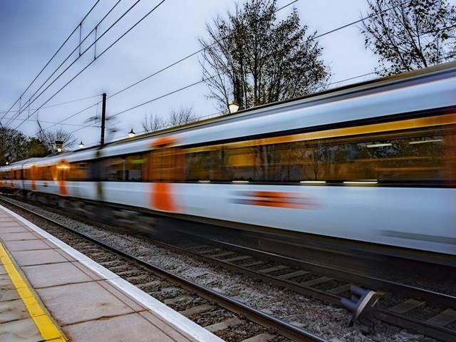 Londra: arriva il treno espresso da Luton al centro