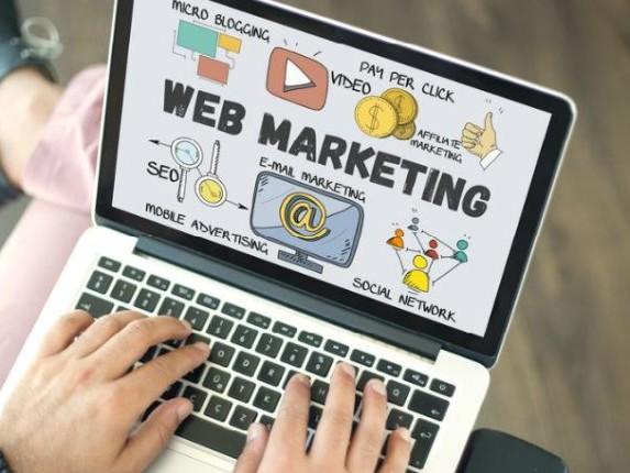 Borse di studio per corsi di marketing, design e moda