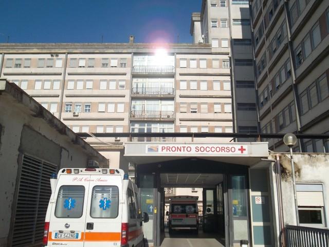 Tenta la fuga dall'ospedale: due colpi di pistola per fermare il detenuto
