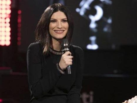 Da Simili a Limpido, il concerto di Laura Pausini a Radio Italia svela il segreto di un successo da 5 Grammy (video)