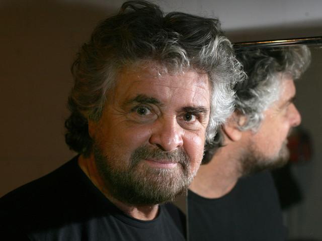 """La nuova provocazione di Beppe Grillo: """"Mi candido a segretario del Pd"""""""