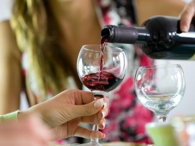 Alcol e cancro: cala l'incidenza di alcuni tumori dove si scoraggia il consumo di bevande alcoliche. La conferma da uno studio americano