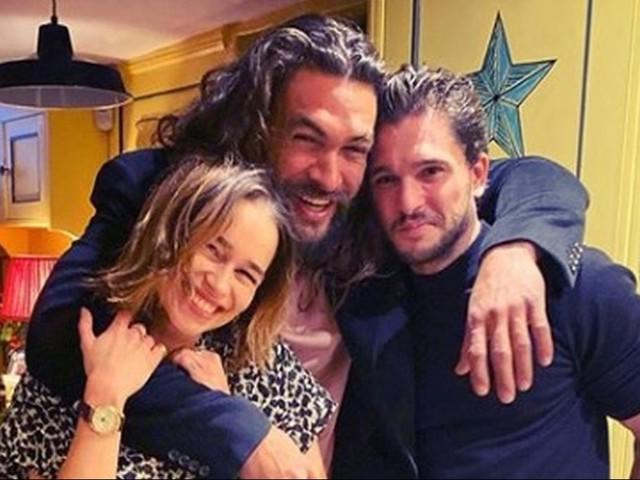 Reunion de Il Trono di Spade per il compleanno di Emilia Clarke: la foto con Jason Momoa e Kit Harington è virale