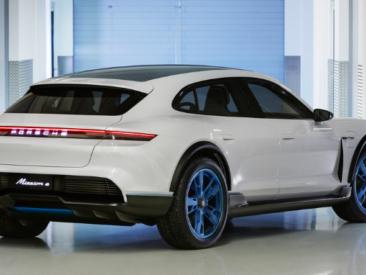Porsche Taycan: granturismo 4 porte interamente elettrica