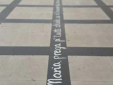 Preghiera su asfalto per malati cancro, è lunga 100 metri