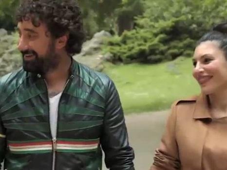 Nel video di L'amore mi perseguita di Giusy Ferreri con Federico Zampaglione la cantante mostra il pancione