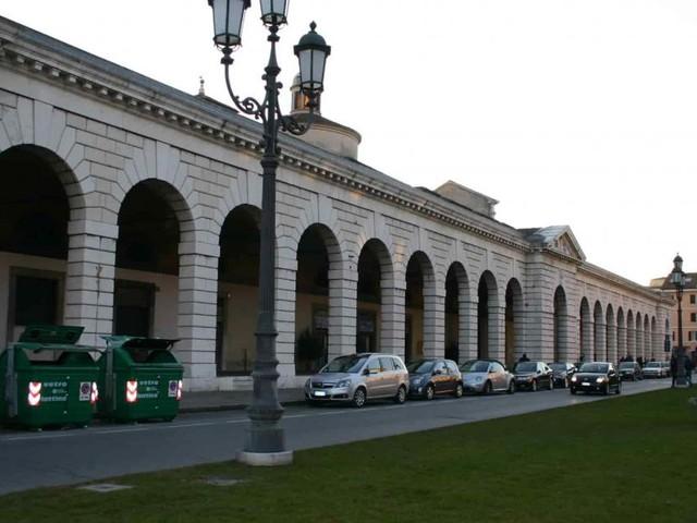 Brescia, troppi assembramenti: il sindaco Del Bono chiude Piazzale Arnaldo il 23-24 maggio