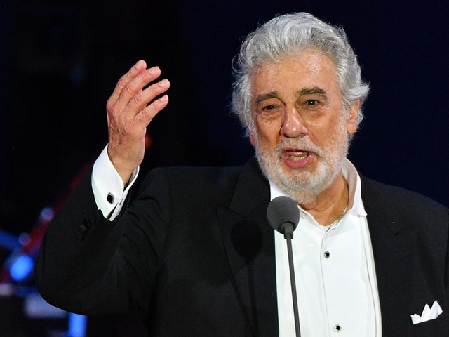 """Molestie, nuove accuse per Placido Domingo. Il tenore: """"Campagna denigratoria"""""""