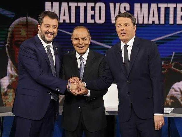 Renzi e Salvini litigano al falò di confronto in diretta tv (poi continuano su Twitter)