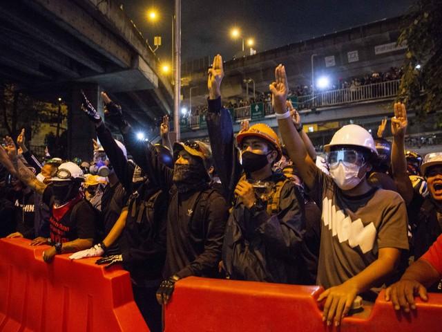 "Bangkok, assalto ai palazzi del potere. Lettera al premier: ""Firma le dimissioni"""