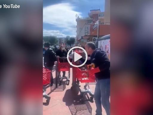 Coronavirus, lo sfogo del lavoratore di un supermercato a Palermo: «Non venite tutti i giorni. Sei euro non è una spesa»