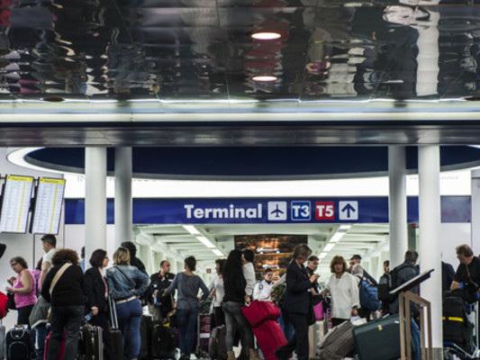 Volevano volare per Hong Kong con 2,8mlndi euro, 3 denunciati