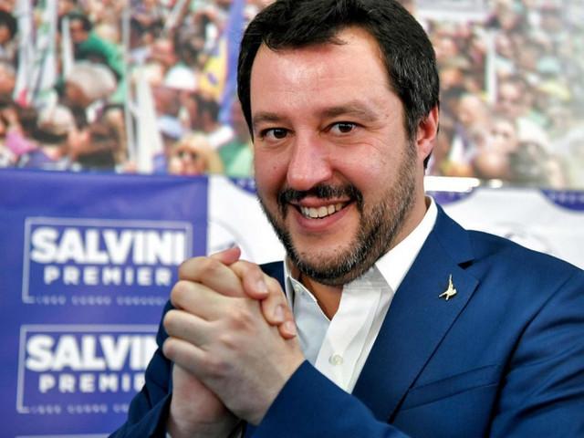 """L'annuncio di Matteo Salvini: """"in tanti mi avete chiamato, Cosenza arrivo"""""""